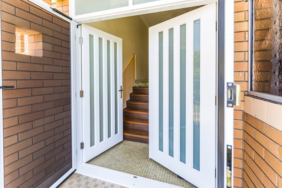 Double MDF Frosted Glass Front Doors with Vertical Panels of Safeglass